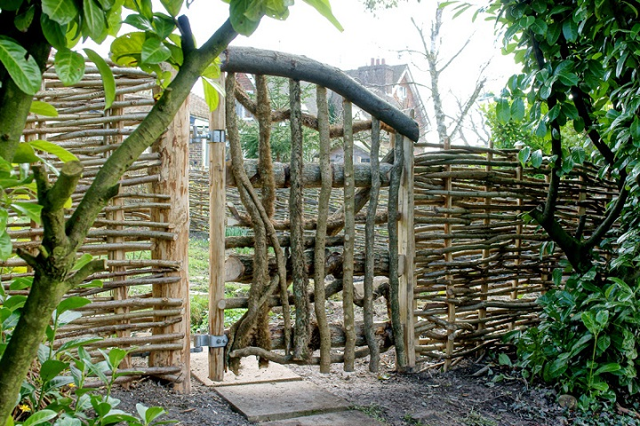 Wattle fencing ideas inspiration eco snippets for Garden gate designs wood rustic