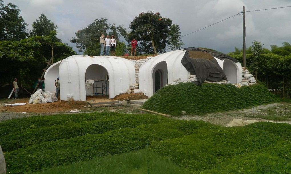 A Green Roofed Hobbit Home Anyone Can Build In Just 3 Days...