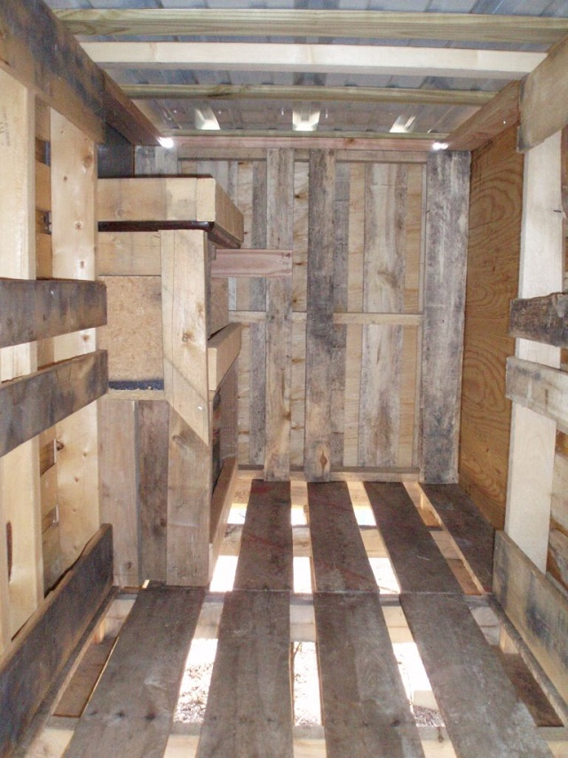Making A Chicken Coop Out Of Old Pallets...