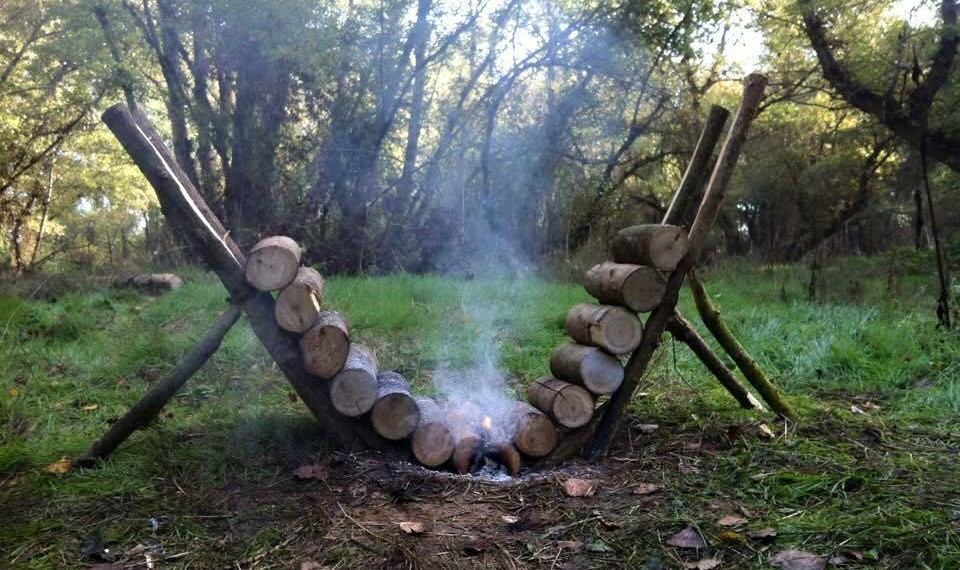How To Make A Self Feeding Fire That Burns For 14+ Hours...