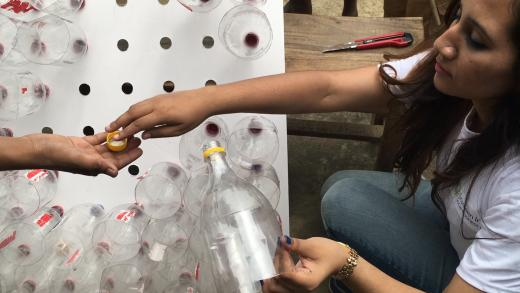Ingenious DIY Air Conditioner Made Out Of Plastic Bottles Requires No Electricity...