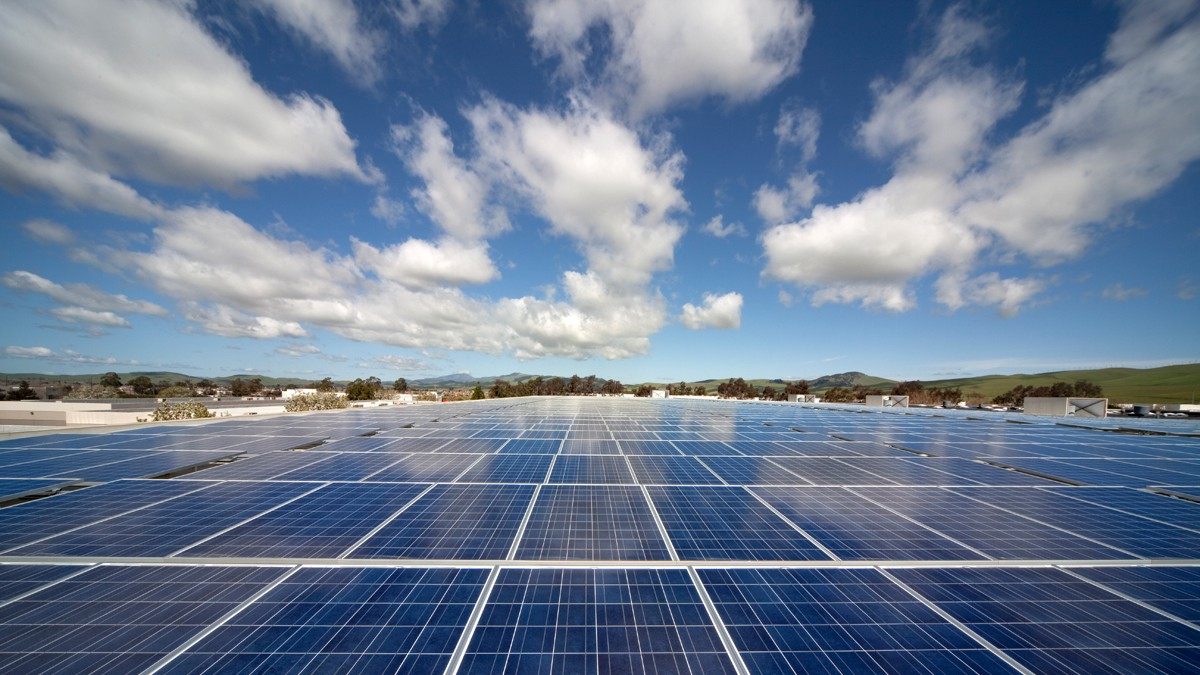 Solar Can Already Generate More Energy Than Oil, Says Major Scientific Review...