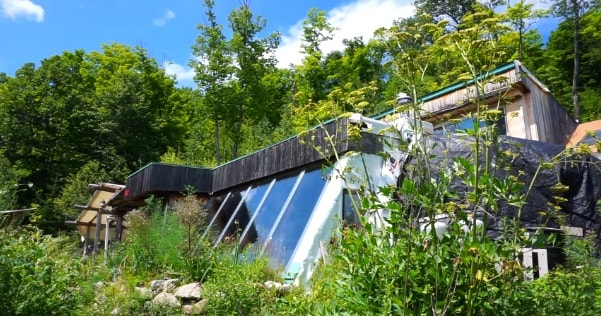 11 Years Living Off-Grid In An Earthship Style House...