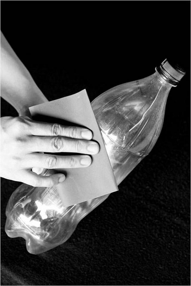 DIY Solar Water Lightbulb Provides 55 Watts Of Light...