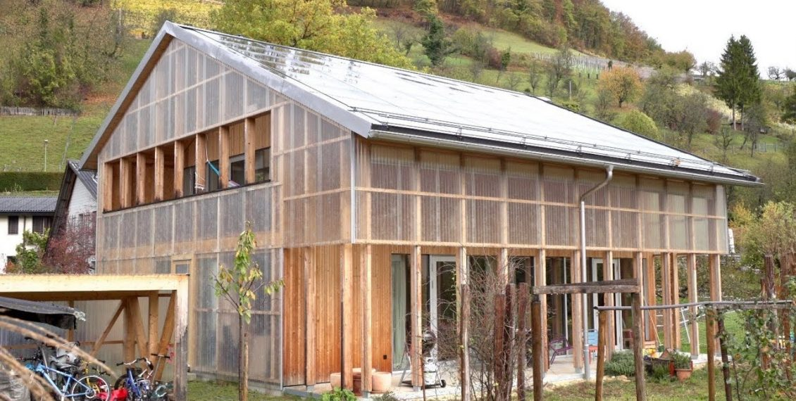 Translucent Swiss Barn / Modern Home Regulates Views & Climate...