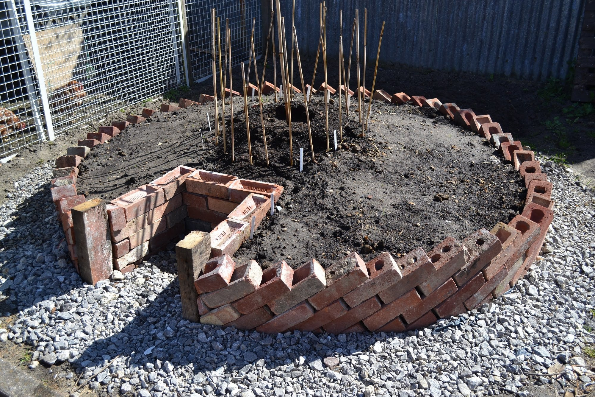 How To Build A Keyhole Garden / Raised Bed Vegetable Patch...