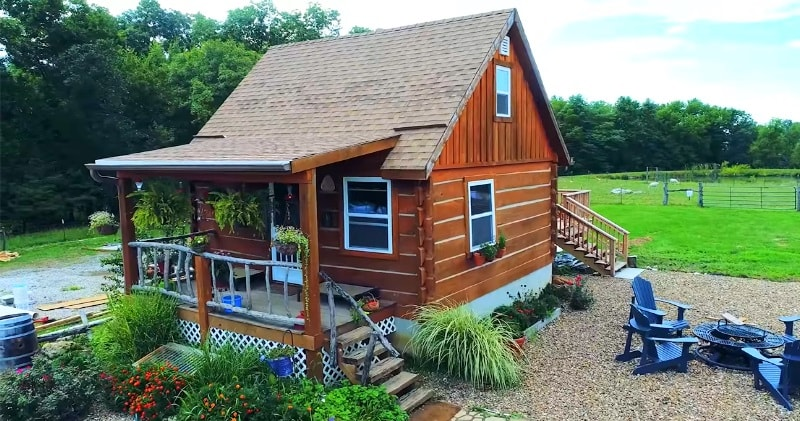 True Off-Grid Homesteading In A Pioneer Style Cabin...