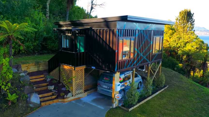Stunning Modern Small Home Made From 3 x 20ft Shipping Containers...
