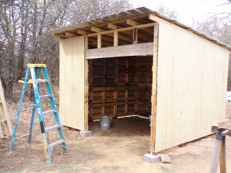 DIY Shed Made From Old Wood Pallets...