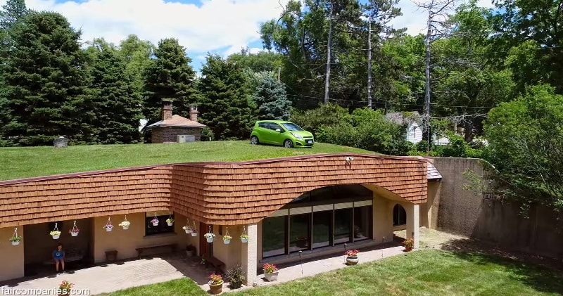 Underground Dome House Stays Warm In Omaha Winters...